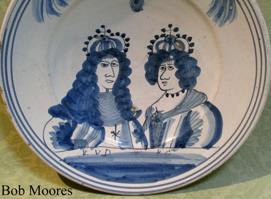 Large William and Mary commemorative delft charger c.1700  31cm wide