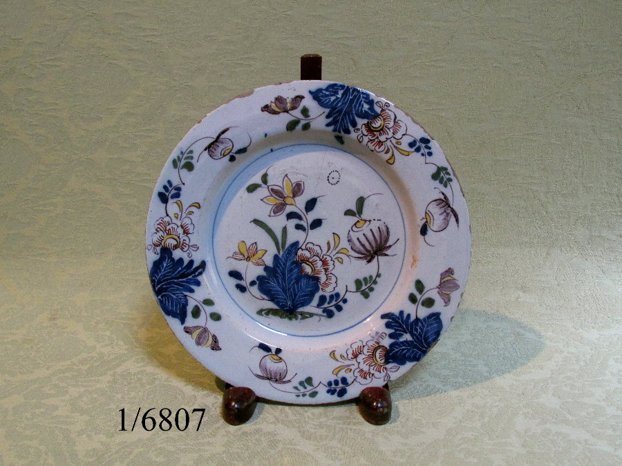 Attractive pair of delft plates c.1760